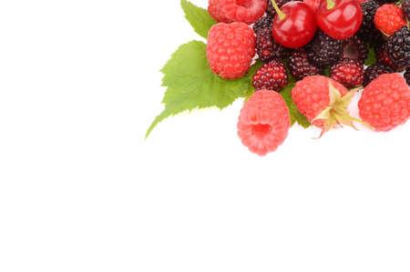 Doce de framboesa frutas frescas com folha verde