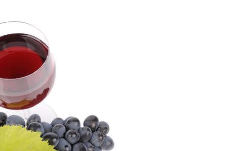 Uvas azuis com folha e vinho no copo Banco de Imagens