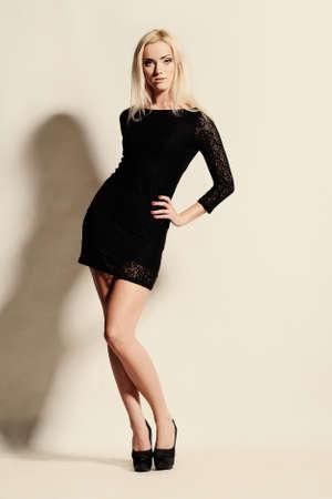 fille sexy: Studio portrait de la belle fille sexy dans le style de la mode Banque d'images