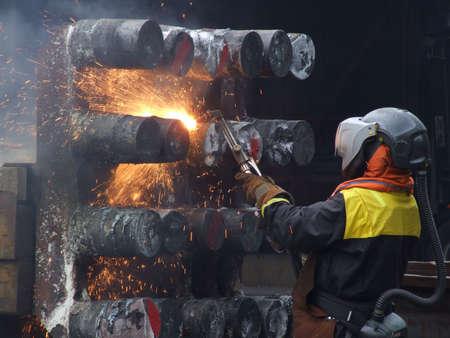 chantier naval: Travailleur sur un chantier naval dans Normay
