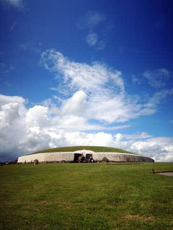 meath: Celtic tomb Newgrange (Bru na Boinne, Boune) - Ireland Stock Photo