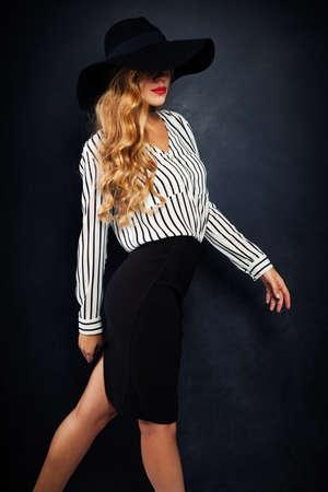 blusa: Stylish Lady Wearing Striped Shirt Blouse