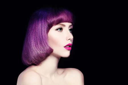 bob: Beautiful Woman with Fashion Bob Haircut.
