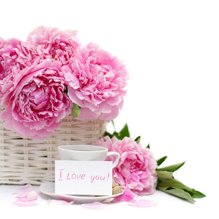 desayuno romantico: Romantic breakfast, flower and a blank poster card with a note of love. Focus on paper Foto de archivo