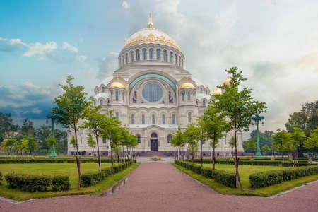 Naval Cathedral of Saint Nicholas in Kronstadt near Saint-Petersburg 免版税图像