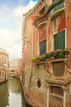 Venetian canal with sea waters of Venice Italy 免版税图像