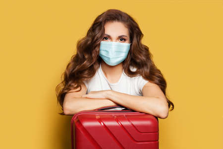 Traveler tourist woman in protective medical mask. Travel, weekends and holidays with Covid-19 pandemic Standard-Bild