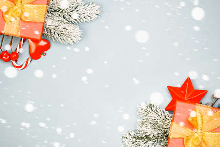 Mysterious Christmas background with snow and gifts Standard-Bild