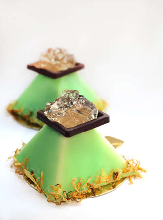 Lime pyramid dessert with aloe vera jelly and flower petals Imagens