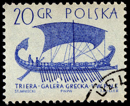 sello: POLAND - CIRCA 1964: A stamp printed in Poland from the Sailing Ships (2nd series) issue shows Greek trireme (5th cent B.C.), circa 1964.