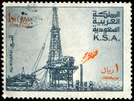 SAUDI ARABIA - CIRCA 1976: a stamp printed in the Saudi Arabia shows Al Khafji Oil Rig, circa 1976 報道画像