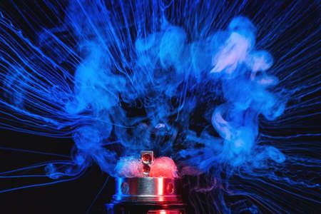 전자 담배 vape 폭발입니다. 어두운 배경입니다. 스톡 콘텐츠 - 92299740