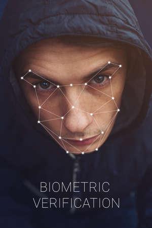 verificación biométrica - Reconocimiento de la cara del hombre