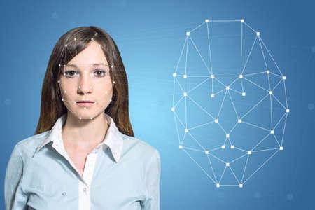 Biometrische verificatie - vrouw gezichtsherkenning, high-tech Stockfoto