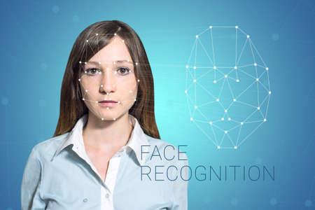 Biometrische Verifikation - eine Frau Gesichtserkennung, High-Tech Standard-Bild - 67782764