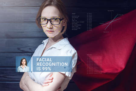메쉬를 레이어링하여 여성 얼굴을 인식하고 소프트웨어로 개인 데이터를 계산합니다. 생체 인식 및 식별