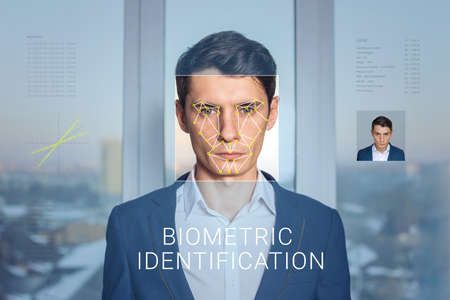 Recognition of a male face by layering a mesh and the calculation of the personal data by the software. Biometric verification and identification Stockfoto