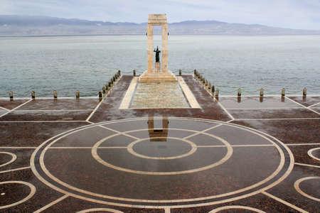 calabria: Reggio di Calabria - Statue of Liberty in Reggio di Calabria in front of the Mediterranean
