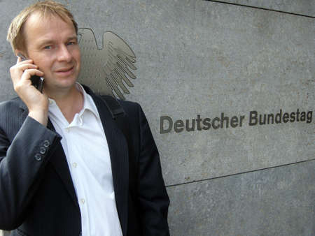 self operation: Politicians on the phone in front of the Bundestag