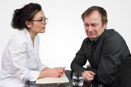 n�vrose: D�pression - Psychologue �coute de ses patients de tr�s pr�s Banque d'images