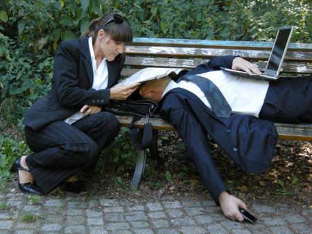 simbolo hombre mujer: El trabajo en equipo - El hombre se agota en la parte delantera de la mujer concentra