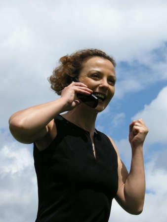 lebensfreude: Good News - Frau erh�lt w�hrend des Gespr�chs eine gute Nachricht Lizenzfreie Bilder