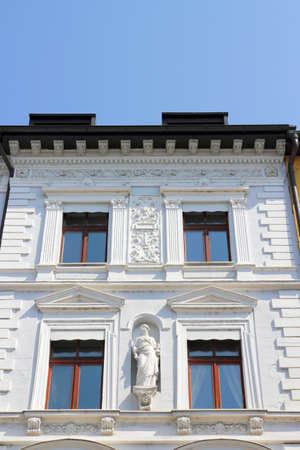 stucco facade: Stucco casa bianca a Passau, Germania Archivio Fotografico