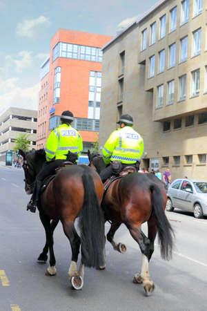 mujer policia: La polic�a montada en Scottland, Reino Unido Foto de archivo