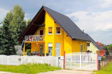 residential settlement:      one family house