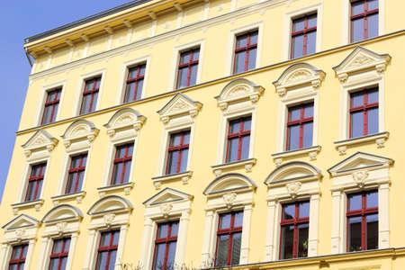 stucco facade: Stucco facciata giallo