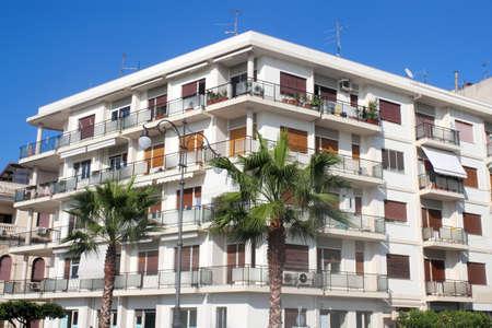 prefabricated buildings: Edificio de viviendas en Calabria