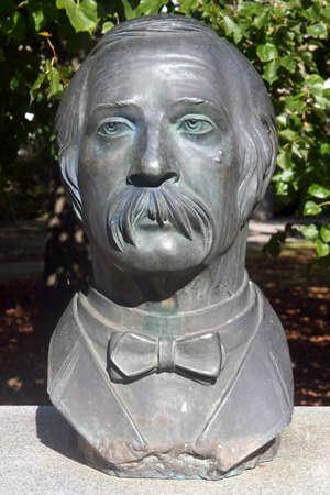 busts: Theodor Fontane