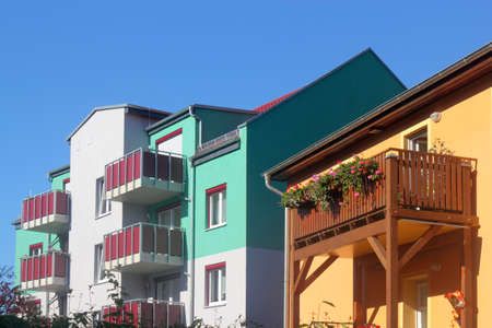 prefabricated buildings: Viviendas rehabilitadas Editorial