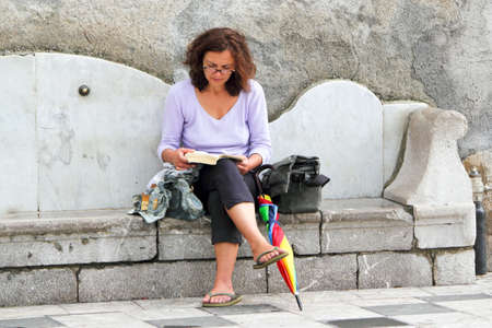 woman 40 years: Holiday with book