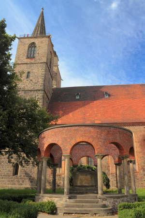 far sighted: Nikolai Church with fountain Stock Photo