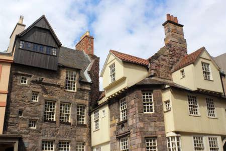 house gables: Edimburgo Antiguos Edificios Foto de archivo