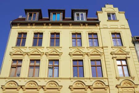 stucco facade: vecchio edificio