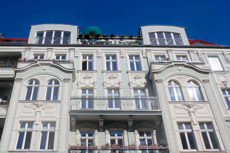 stucco facade: Rinnovato vecchio edificio Editoriali
