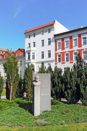 prince of peace: Ottomar Geschke Monument Editorial