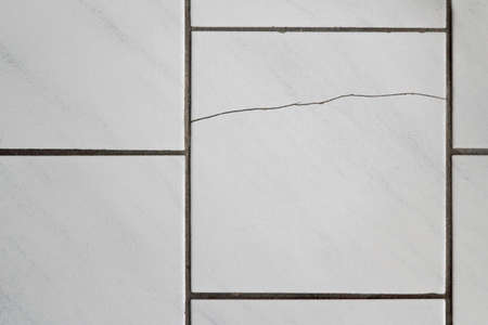 incorrectly: cracked tiles
