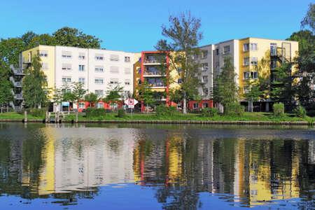 stay nice: Construcci�n del nuevo edificio en el agua