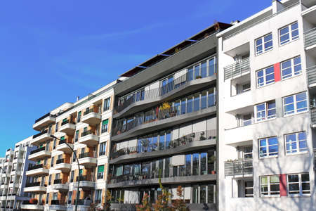 prefabricated buildings: vivienda moderna Foto de archivo