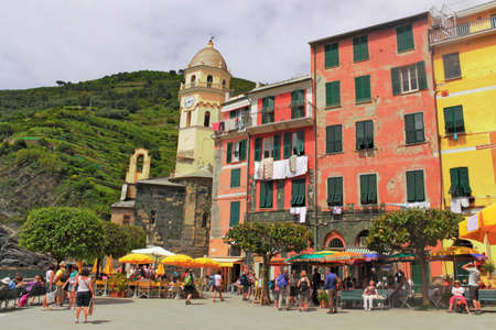 small town life: Vernazza