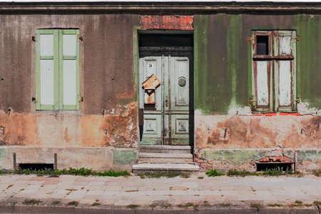 disintegrate: house expiration