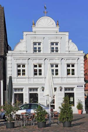house gables: casa antigua