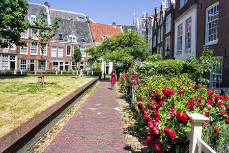 gabled house: Amsterdam Begijn Yard