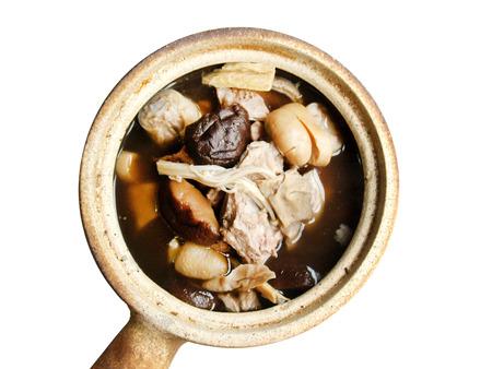 ollas de barro: Pork bone in herbal soup served in clay pot