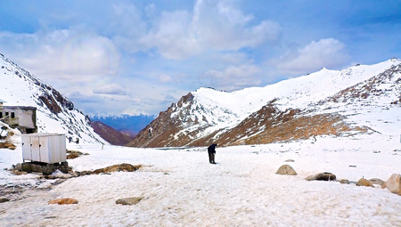 Unidentified people on snow field at Changla Pass the world third highest motorable road pass, Leh India Фото со стока