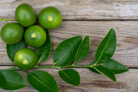 Fresh limes or green lemons on wood table background. Top view with copy space Stock fotó - 126641462