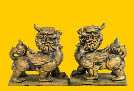 talisman: Estatuilla talism�n chino fondo amarillo Foto de archivo